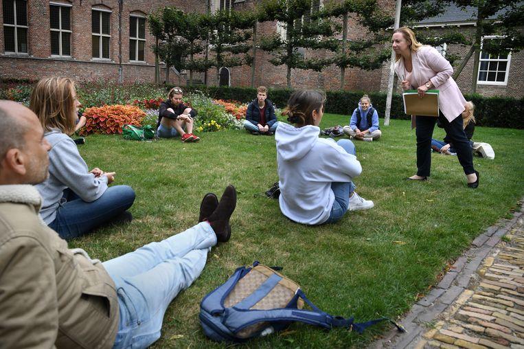 Op het University College Roosevelt krijgen studenten buiten les wegens het coronavirus. Beeld Marcel van den Bergh / de Volkskrant
