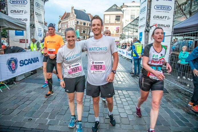 Esther ten Brinke en haar broer Rutger op den Dries liepen de halve marathon om geld in te zamelen voor stamceltherapie.