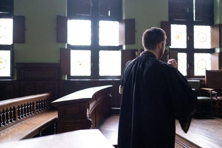 Een advocaat in de correctionele zittingszaal van de rechtbank in Mechelen