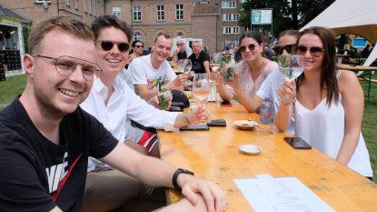 """Tijdelijke terrassenzone Stadshaven gaat laatste weekend in: """"Ondanks wisselvallige weer werd het toch een succes"""""""