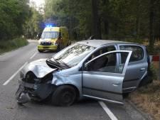 Man schiet van de weg in Valkenswaard, rijdt stukje door de sloot en belandt weer achterstevoren op het asfalt
