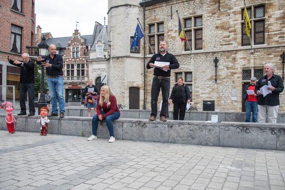 Poppentheater Kalleke Step zorgde voor een acteeract op de Grote Markt.