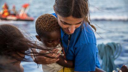 Italiaans schip redt honderd migranten op Middellandse Zee