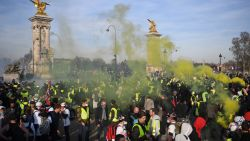 Nog 10.000 'gele hesjes' op straat in Frankrijk