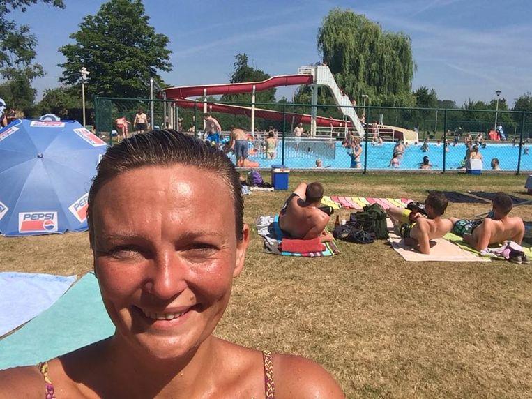 Ook burgemeester Els Robeyns neemt vaak een duik in het gemeentelijk openlucht zwembad