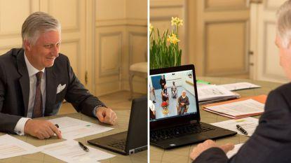 Koning Filip spreekt ouderen in rusthuis bemoedigende woorden toe via Skype