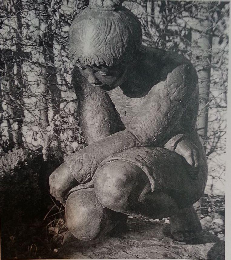 Dieven stalen het beeld 'In gedachten' van van kunstenaar Jozef Van Acker.