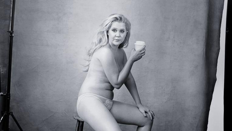 Amy Schumer, onder andere comédienne en actrice, is een van de sterke vrouwen op de kalender van de Italiaanse bandenfabrikant Pirelli. Beeld .