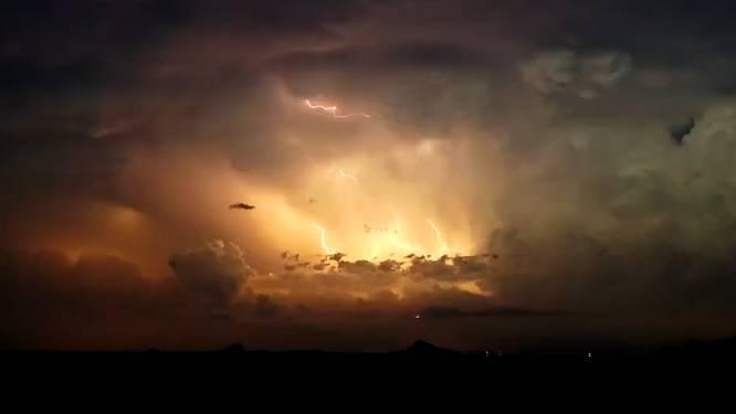 Donder en bliksem! Indrukwekkende timelapse van supercel die vier tornado's veroorzaakte