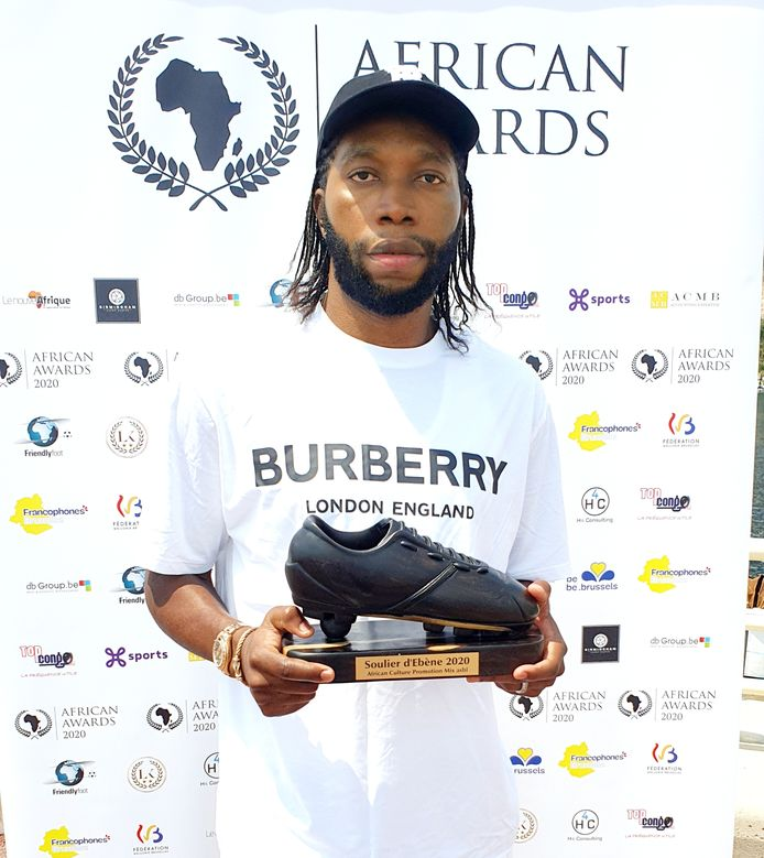 ATTENTION EDITORS - HAND OUT PICTURE - EDITORIAL USE ONLY - Congolese forward of Royal Antwerp Dieumerci Mbokani Bezua poses with the 2020 African Awards (fomer Ebony Shoe award) in Brussels, Monday 01 June 2020. The African award is given to the best African or of African descend player in the Jupiler Pro League Belgian first division soccer competition. BELGA PHOTO HAND OUT H4 CONSULTING