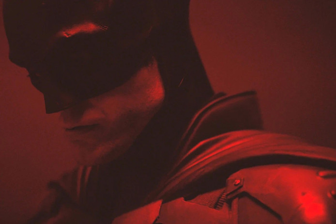 Robert Pattinson portant le costume de Batman.