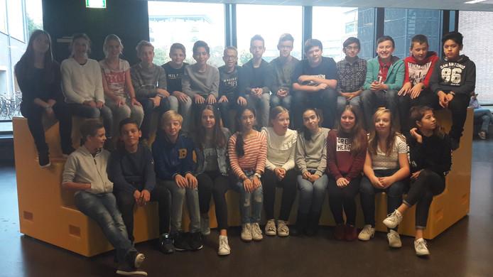 Eerstejaars leerlingen van Het Hooghuis TBL. Brugklas havo/vwo.