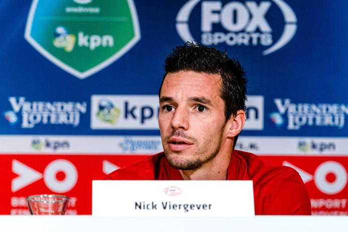 Nick Viergever bij de persconferentie voor PSV-FK Haugesund.