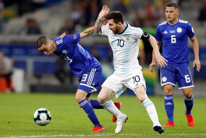 Lionel Messi is met Argentinië stroef begonnen aan de Copa América.