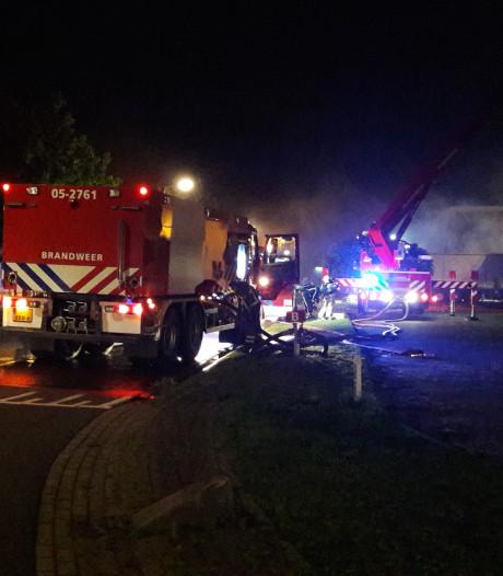 Zeer grote brand bij Kroeze Interieur in Oldenzaal: 'Dit is een ramp'