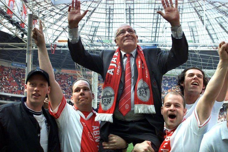 In 2000 nam Haarms na de wedstrijd tegen MVV afscheid als trainer van de club. Beeld anp