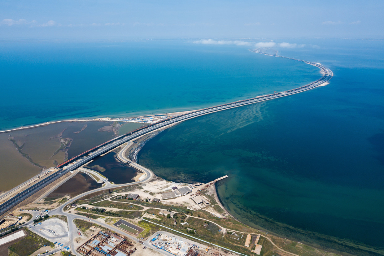 In 2018 opende de met Russisch geld gebouwde autobrug tussen de Krim en het Russische vasteland, door velen gezien als een symbolisch bouwproject.