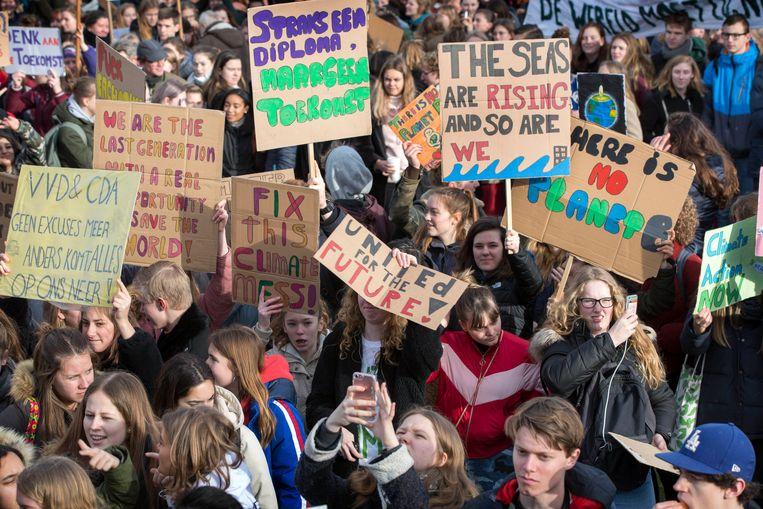 Duizenden scholieren op het Malieveld in Den Haag. Beeld Werry Crone