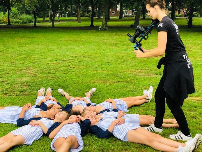Filmopnames in het Burgemeester Ploegmakerspark in Asten.