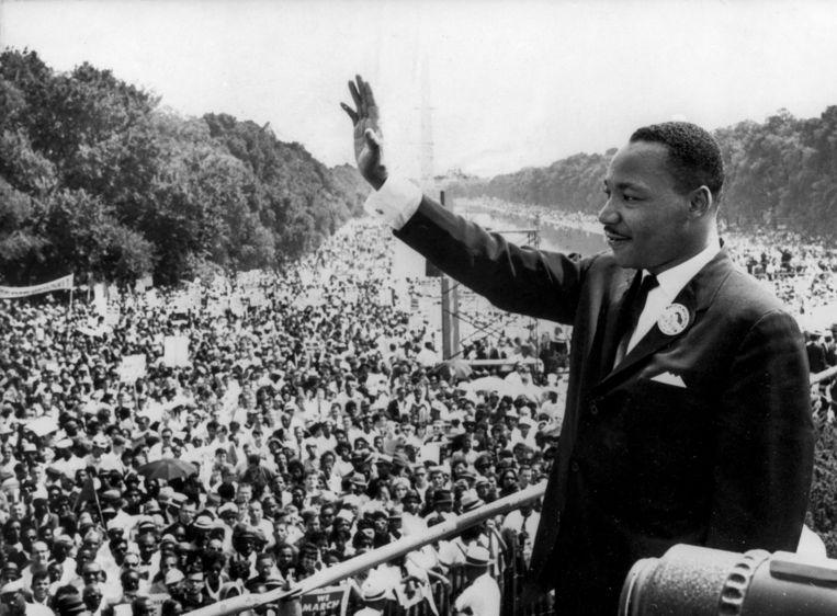 Martin Luther King bedankt de meer dan 250.000 toehoorders die hebben geluisterd naar zijn beroemde speech: 'I have a dream'.  Vijftig jaar geleden werd hij vermoord. Beeld anp