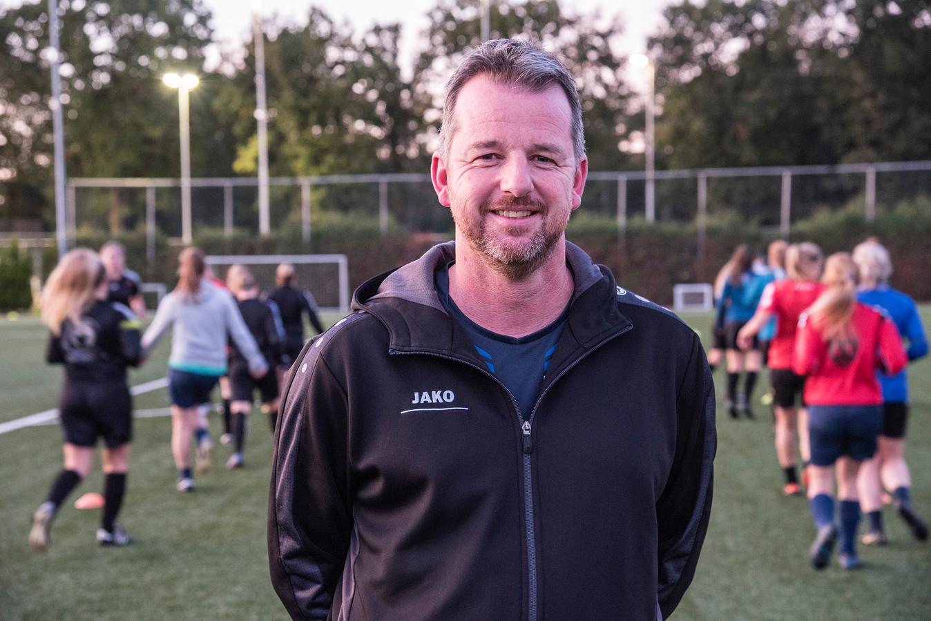 Marcel Nillissen is de nieuwe trainer van het vrouwenelftal van SSS'18 in Overloon.