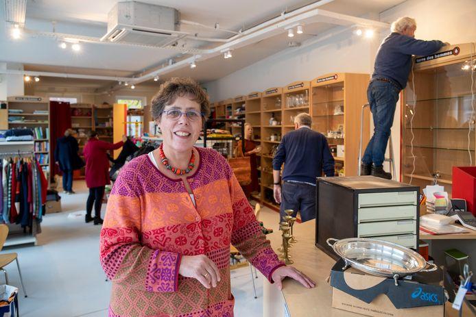 Margot van Zuilen in nieuwe winkel van Terre des Hommes aan de Vijzelstraat.