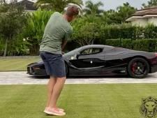 Golfer probeert bal door zijn Ferrari van 4,5 miljoen dollar te slaan
