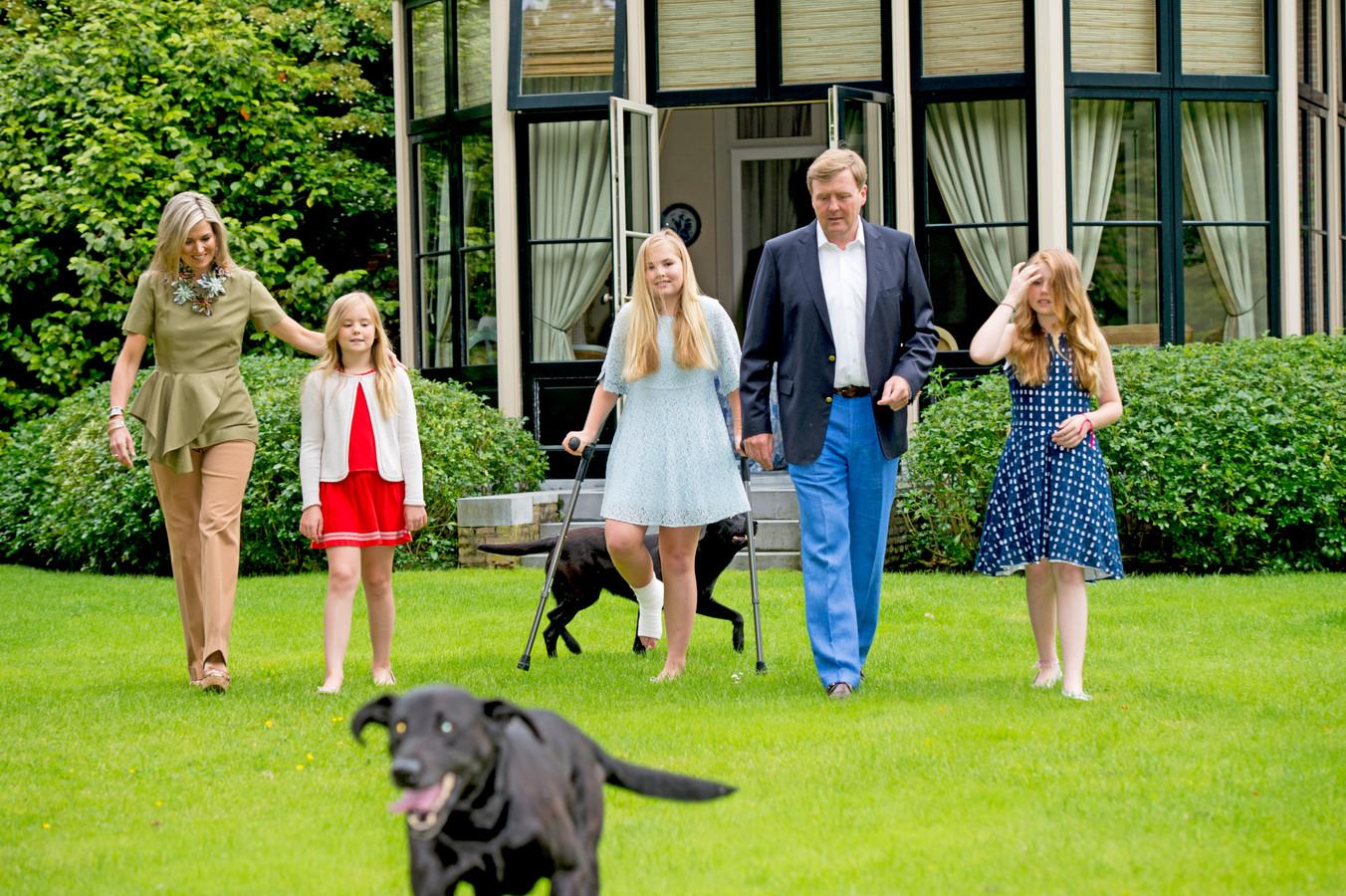 De koninklijke familie tijdens de fotosessie op landgoed De Horsten, in 2016.