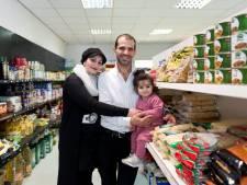 Syrisch gezin wil na vlucht niet leven van uitkering en begint eigen supermarkt in Raalte
