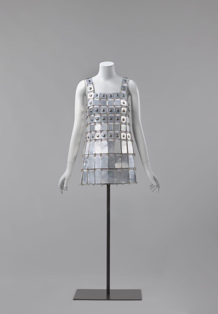 Rijksmuseum, aluminium japon van Paco Rabanne uit 1967, vaste collectie, zaal 3.4. Beeld Staeske Rebers
