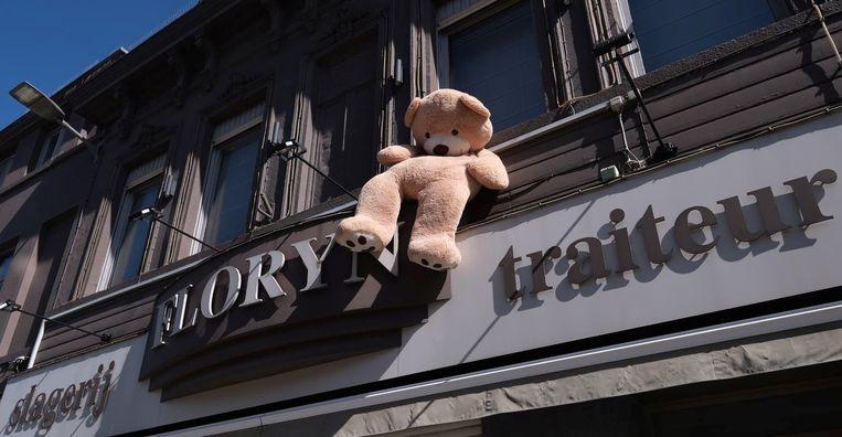 Naast deze beer kan je alvast niet kijken... aan slagerij Floryn in de Doorniksewijk.