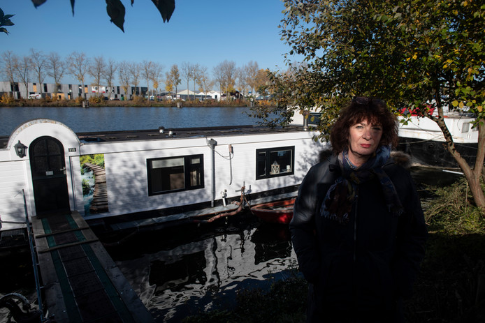 PR dgfoto Gelderlander Nijmegen: De woonboten in het Maas Waalkanaal aan de Oostkanaaldijk moeten weg.