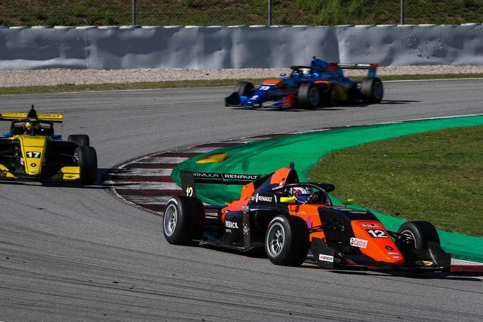Kas Haverkort met startnummer 12 in een positie die hij zich dit seizoen eigen heeft gemaakt. Het racetalent uit Heemserveen is Spaans kampioen Formule 4 geworden.