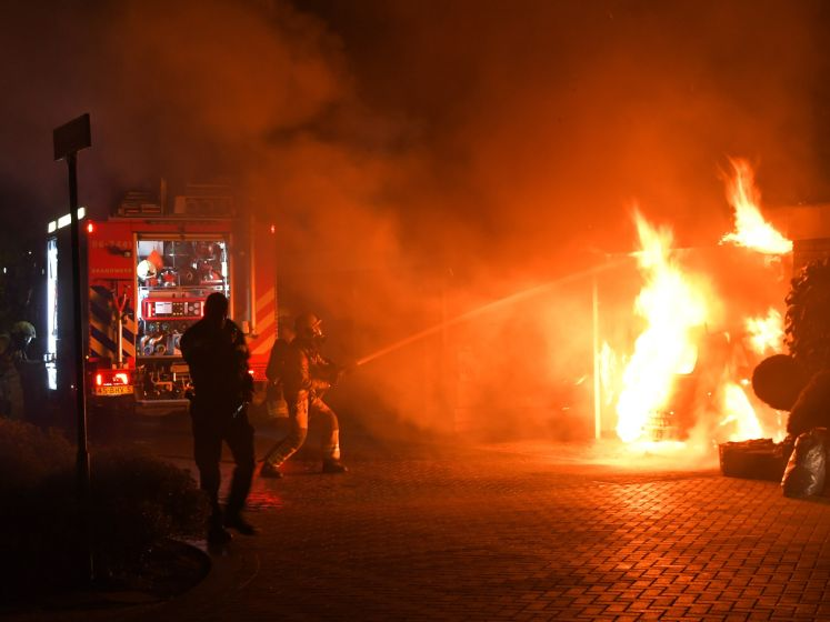 Gloednieuwe auto gaat in vlammen op in Putten