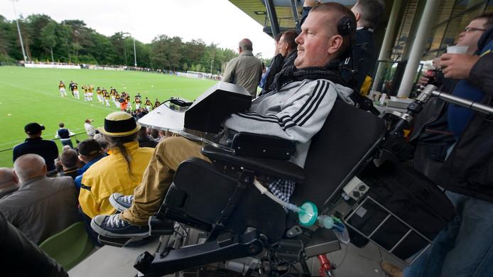 Apcg voorzitter Dick Cochius op de tribune bij Vitesse