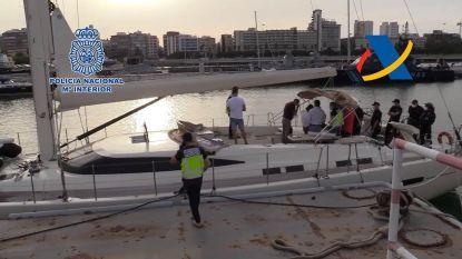 Grootste Spaanse drugsvangst ooit op zee: ruim 30 ton hasj in zeiljachten ontdekt