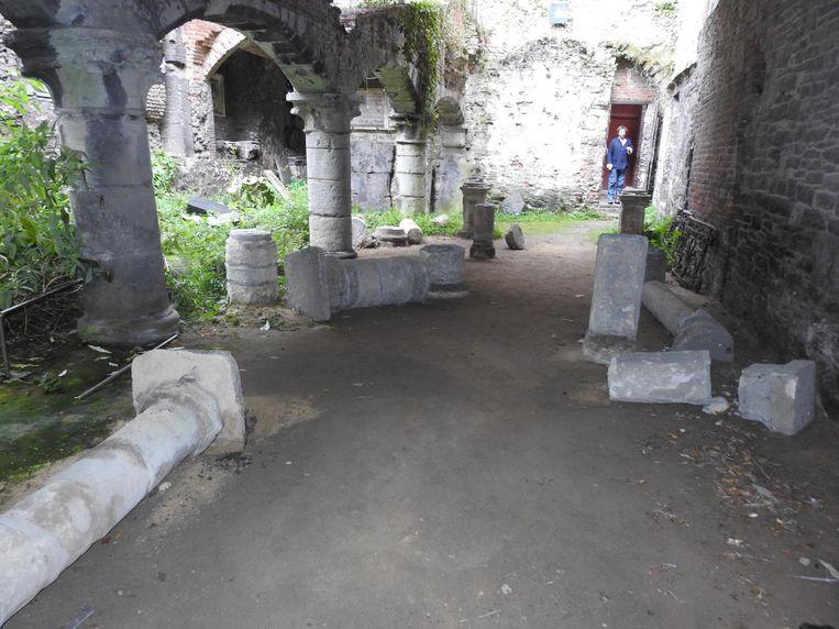 (Archiefbeeld)De Sint-Baafsadbij kampt met loszittende stenen