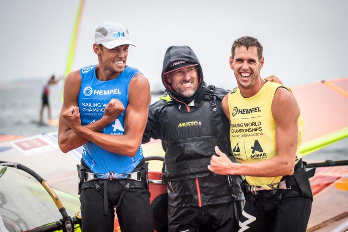 Kiran Badloe (links) met coach Aaron McIntosh en trainingsmaatje Dorian van Rijsselberghe.