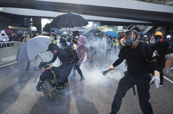 Clash tussen betogers en politie in Hongkong.