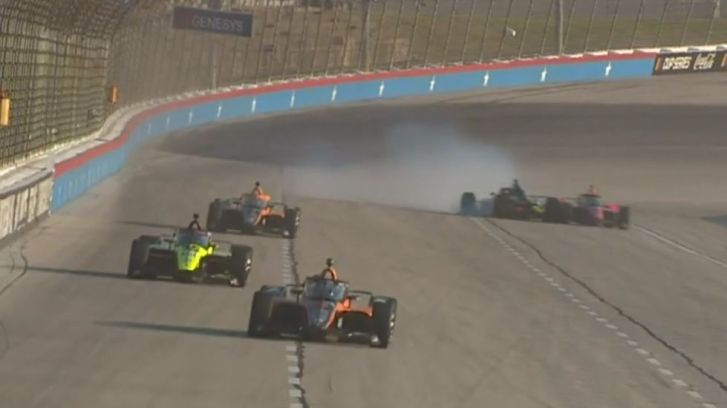 Stevige crash voor Van Kalmthout bij debuut in IndyCar