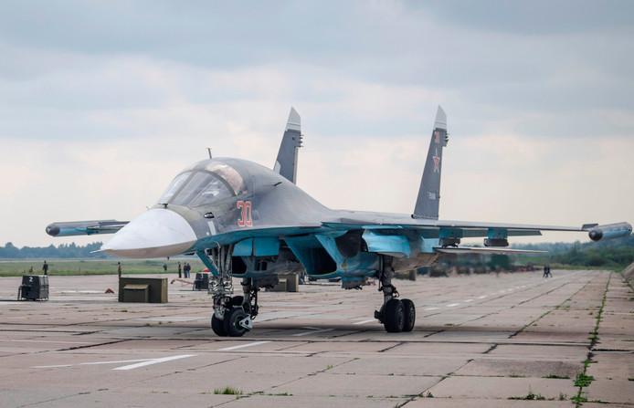 Een Russisch gevechtsvliegtuig op een geheime locatie in Wit-Rusland waar de oefening wordt gehouden.