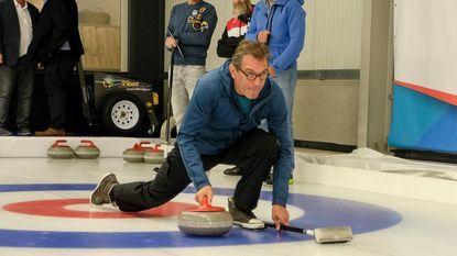How to... play curling: BV's tonen hoe het moet (of net niet)