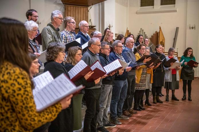 Zangkoor met Hart en Stem tijdens de generale repetitie in de Grote Kerk Terneuzen.