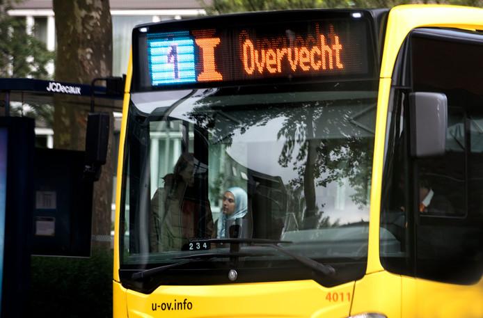 Ook in deze bus kan er vanaf maandag alleen nog maar gepind worden.