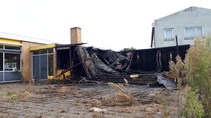 Voormalige bergse garage door brand nog meer in verval for Bergen garage door