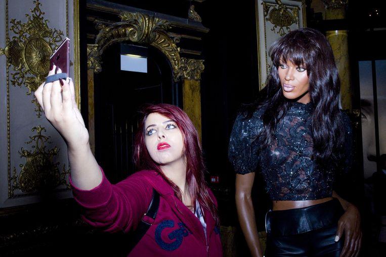 In Musée Grévin een selfie met Naomi Campbell. Beeld Io Cooman