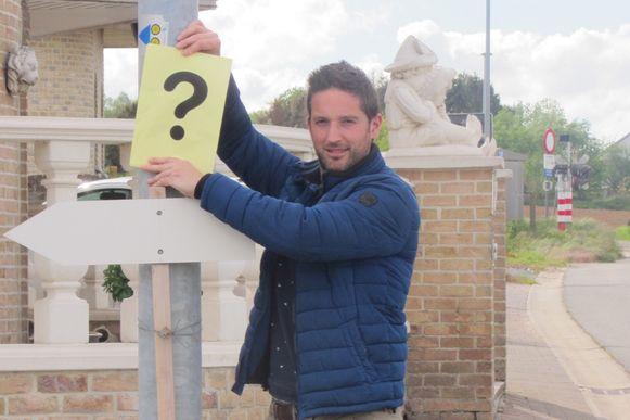 Jeroen Verhoeven (STERK!) vond geen straatnaambord in de Koutergatstraat vlakbij de spoorwegovergang.
