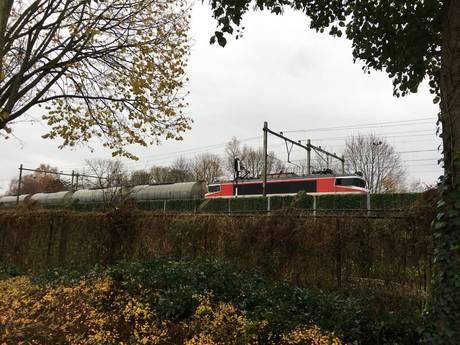 Defecte trein veroorzaakt hinder op spoor tussen Deventer en Almelo