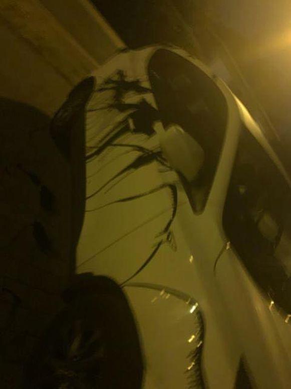 Al twee wagens werden ook overgoten met pek, wat heel wat geld kostte om het te laten verwijderen.