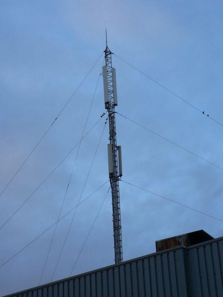Naast gsm's en gsm-antennes als deze komt elektromagnetische straling ook van microgolfovens, draadloze telefoons, radiowekkers en babyfoons.